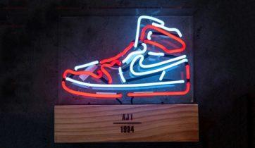 air-jordan-1-tabletop-neon-lamp-1