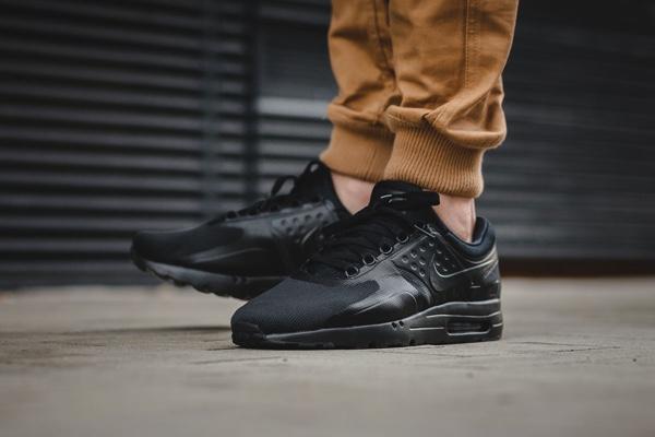http://www.versheid.com/wp-content/uploads/2017/01/Nike-Air-Max-Zero-Essential-Triple-Black-Sneakers-3.jpg